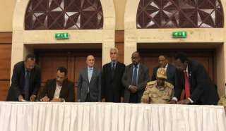 """السودان.. """"العسكري"""" و""""التغيير"""" يوقعان اتفاقًا سياسيًا"""