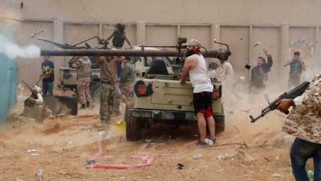 ليبيا ... حكومة الوفاق تعلن صد هجوم حفتر الجديد على طربلس وأسر مقاتلين