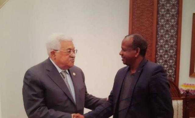 فلسطين ... عبّاس يطمئن عائلة صهيونية على إبنهم الأسير لدى حماس