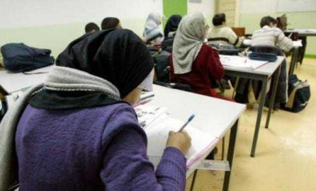 بلجيكا.. زعيم حزب مسيحي متطرف يدعو لحظر الحجاب في المدارس