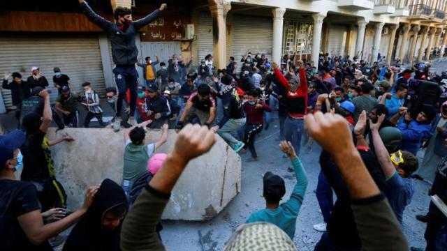 العراق ... الاحتجاجات مستمرة وأعداد القتلى في ازدياد والجيش ينفي
