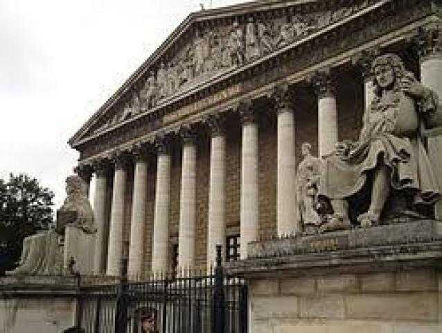 """فرنسا ... لجنة برلمانية تعتمد مشروع قانون """"يستهدف المسلمين"""""""
